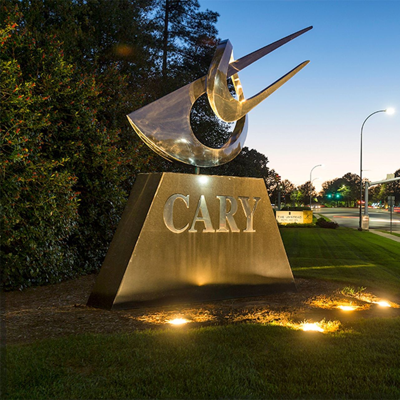 Photo of the statue of Cary.